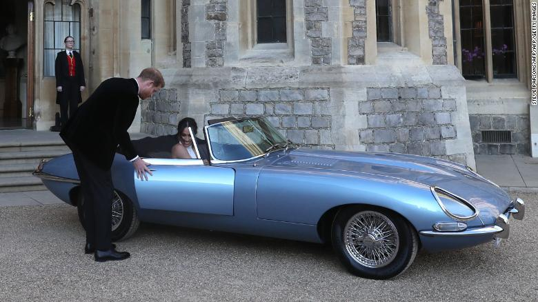 Wanted: electric OLD cars, not new ones /img/jaguar-e-type-harry-meghan.jpg
