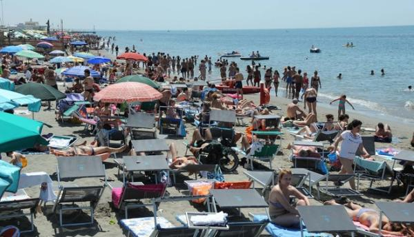 Post-lockdown Italy is a soccer match begging for live audience /img/pienone-spiagge-ostia.jpg