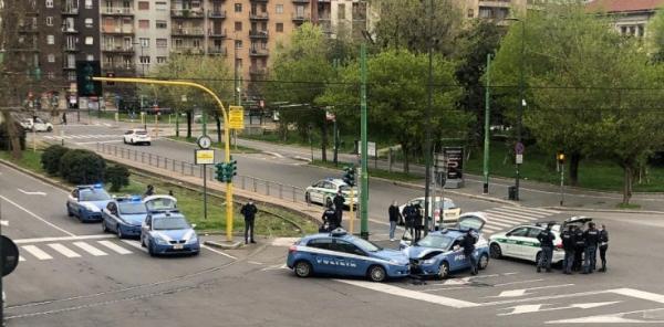 COVID19 in Italy, or making things as simple as possible /img/police-car-crash-in-lockdown.jpg